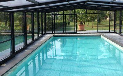 Quels sont les avantages et les inconvénients de poser un abri haut de piscine ?