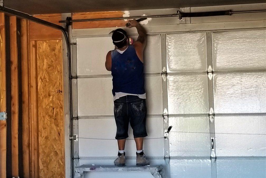 Comment réparer sa porte de garage cassée ?